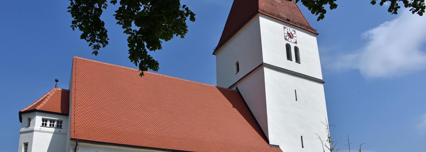 Marienkirche Nähermemmingen mit altem Taufstein